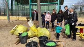 La iniciativa 1m² por la naturaleza recoge en Quer más de sesenta kilos de basura