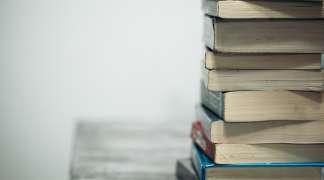 La Biblioteca adquiere nuevos fondos para ayudar a los seteros a preparar oposiciones y el acceso a la Universidad