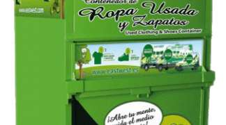 En 2018, los seteros han depositado 2.134 kilos de ropa usada en los tres contenedores de reciclaje habilitados en Quer