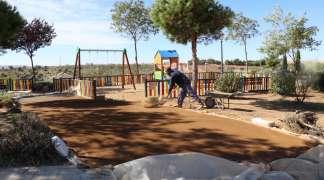 En marcha obras de mejora en parques y pavimentación de la urbanización Los Enebros