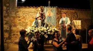 Sencilla y entrañable celebración de fiesta patrona de la Virgen Blanca de Quer