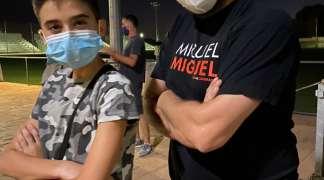 El mago-monologuista Miguel Miguel triunfa en Quer