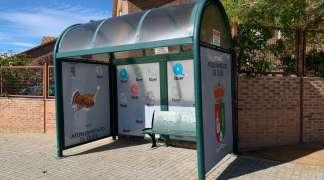El Ayuntamiento de Quer coloca marquesinas en las dos paradas de autobús del pueblo