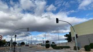 Instalado y funcionando el semáforo para la regulación del tráfico en los aledaños del CEIP Villa de Quer