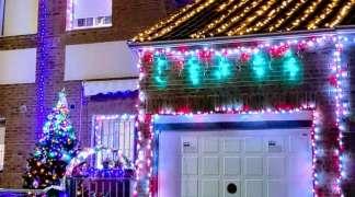 La fachada de Ermita de la Soledad, 36 gana el concurso de decoración navideña de Quer