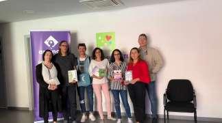 La Liga de los Libros entrega su cheque a la Asociación APANAG