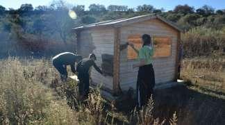 ACMAQ lleva a cabo labores de mantenimiento en el comedero de aves necrófagas